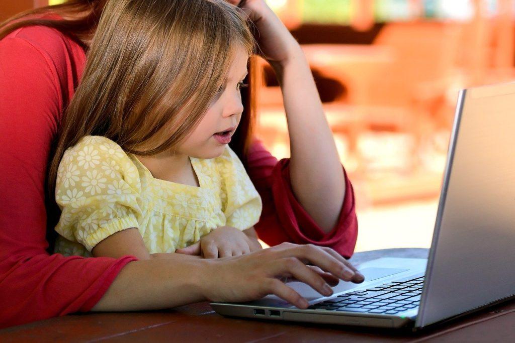Vysokoškolské studium a mateřská dovolená? Jak vše zvládnout?